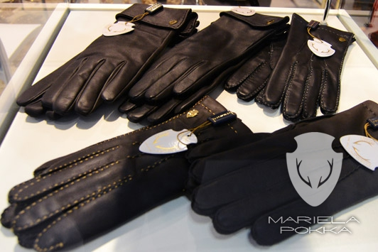 mariela-pokka-accessories-gloves-made-of-unique-reindeer-leather